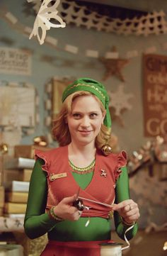 The Best Classic Beauty Looks from Holiday Movies: Zooey Deschanel in Elf Christmas Movie Characters, Christmas Movie Quotes, Xmas Movies, Reese Witherspoon, Zac Efron, Zooey Deschanel Elf, Zoey Deschanel Blonde, Emily Deschanel, Elf 2003