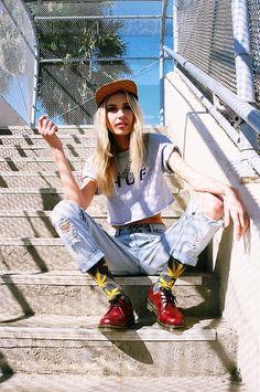 nothingboyvstheechofactor:    love her style
