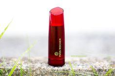 Le blog de Letilor: J'ai testé le rouge brillance végétale de Yves Rocher - couleur groseille.