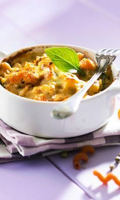 Kanapasta uunissa | Maku Quorn, Cheeseburger Chowder, Thai Red Curry, Macaroni And Cheese, Chili, Recipies, Food And Drink, Healthy Eating, Soup