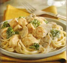 Slow cooker cream cheese chicken with broccoli.Healthy and delicious chicken breasts with mushrooms,cream cheese,dry cherry and dressing mix cooked in slow cooker. Sub Greek yogurt for cream cheese? Crockpot Dishes, Crock Pot Slow Cooker, Crock Pot Cooking, Slow Cooker Recipes, Cooking Recipes, Healthy Recipes, Crockpot Meals, Delicious Recipes, Cooking Tips