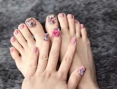 Best Decorated Nail Patterns for Debutants nail patterns health, nail patterns for summer nail patterns easy, nail patterns for short nails, nail patterns with tape Gorgeous Nails, Pretty Nails, Perfect Nails, Toe Nail Color, Toe Nail Art, Christmas Nail Designs, Christmas Nails, Nail Art Designs, Cute Toe Nails