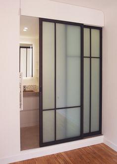 verrire ral 7021 tle en partie basse avec une porte coulissante verriere atelier pinterest. Black Bedroom Furniture Sets. Home Design Ideas