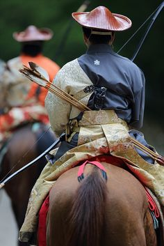 Mounted archery of traditional sports in Japan 京都 / 下鴨 Samurai, Geisha, Mounted Archery, Matsuri Festival, Japanese Festival, Art Japonais, Japanese Aesthetic, Japan Art, Japan Japan