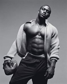 Reggie Bush, one of the yummiest football players out there.