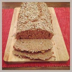 Selbstgemachtes Vollkornbrot - schnell, einfach, gelingsicher :-)  Mein eigenes Brot zu backen ist pure Freiheit!! :-)  Das Rezept gibt es hier: https://www.bevegt.de/vollkornbrot-rezept/  (klappt auch mit frischer Hefe)  Ohne Gehzeit ist hier ein tolles Rezept: http://www.wunderkessel.de/t/vollkornbrot-ohne-gehzeit.43890/