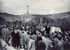 Entierro de Jose Antonio Primo de Rivera, en el Valle de los Caídos.