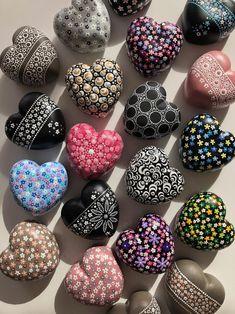 Mandala Art, Mandala Rocks, Mandala Painting, Pebble Painting, Dot Painting, Pebble Art, Stone Painting, Stone Mandala, Bottle Painting