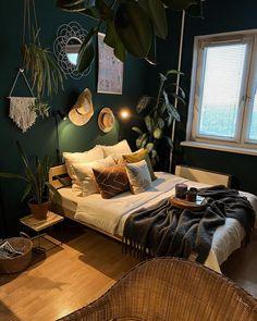 "K A T E R I N A | S U R G U T on Instagram: ""Мое любимое место в квартире ✨ Кровать покупали на Юле.Хозяева делали ее на заказ. Размер 160/200"" Bed, Furniture, Home Decor, Bedroom, Decoration Home, Stream Bed, Room Decor, Home Furnishings, Beds"