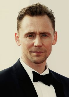 Tom Hiddleston. (Edit by jennphoenix: http://jennphoenix.tumblr.com/post/156438261197/processed-with-photoshop-cc-photos-are-not )