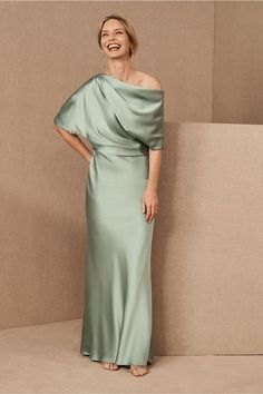 Amsale Pryce Dress. Silky and off-the-shoulder, this column gown evokes elegance and simplicity while offering easy movement. Perfect for weddings! #affiliate #weddinginspiration #dress Mob Dresses, Satin Dresses, Bridesmaid Dresses, Wedding Dresses, Dresses Online, Mother Of The Bride Dresses Long, Mother Of Bride Outfits, Mother Of The Bride Fashion, Grooms Mother Dresses