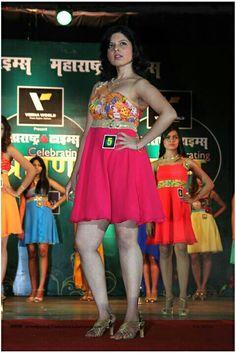 Neha Pednekar winner of Shravan Queen 2014 during Introduction Round: Shravan Queen 2014