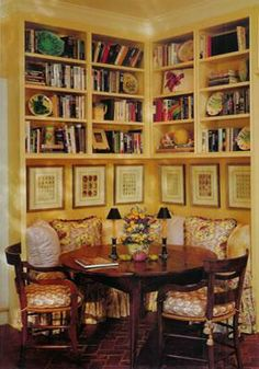 Love a corner banquette breakfast room and such an efficient use of space and storage. Via www.candlerlloyd.com