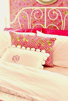 the colors and the mongramed pillow, so cute