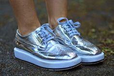 Cum purtam pantofii metalizati intr-o tinuta feminina | Sandra Bendre