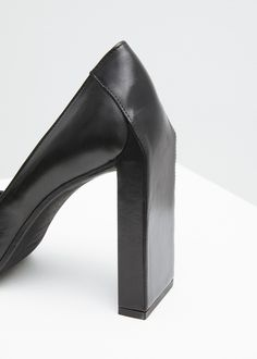 Yang Li Rounded Square Toe Pump (Black)
