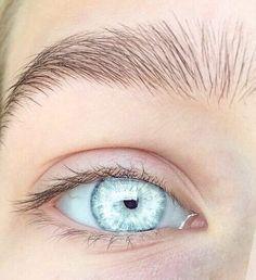 best eye makeup for central heterochromia eyecolor gold & blue Pale Blue Eyes, Light Blue Eyes, Green Eyes, Crystal Blue Eyes, White Eyes, Ocean Blue Eyes, Aqua Eyes, Blue Grey, Beautiful Eyes Color