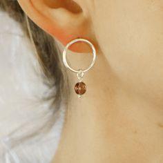 Sircle earrings in sterling silver with ping glass bead - handmade by Silva Sitārā * www.facebook.com/SilvaSitara