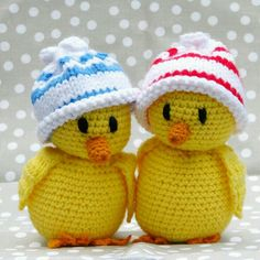 A Collection of Crochet Chicken Free Patterns: Easter Chick Crochet ideas and Home Decor Crochet Birds, Easter Crochet, Cute Crochet, Crochet For Kids, Crochet Animals, Crochet Crafts, Crochet Dolls, Yarn Crafts, Knit Crochet