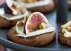 gingerbread, brie, figs and walnuts - How to Dress Up Your Pre Dinner Cheese Plate this Holiday Season