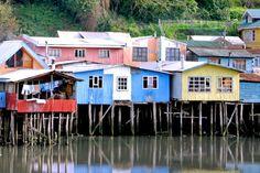 Palafitos de Chiloé, Castro, Región de Los Lagos, Chile Style At Home, Scenery, Cabin, Mansions, House Styles, Photos, Home Decor, Lakes, Stilt House