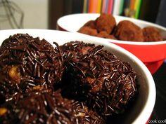 Τρουφάκια | cookcool Japchae, Nom Nom, Sweet Tooth, Beef, Candy, Chocolate, Cool Stuff, Cooking, Ethnic Recipes