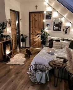 Small bedroom decor ideas space saving, include modern design, rustic ideas and more. If you want to try small bedroom decor, you can browse our website from time to time. Room Ideas Bedroom, Home Decor Bedroom, Western Bedroom Decor, Western Rooms, Men Bedroom, Bedroom Setup, Decor Room, Bedroom Inspo, Wall Decor
