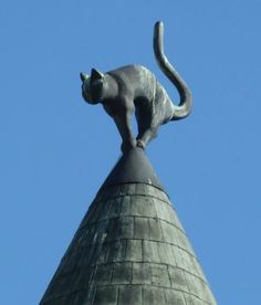 The story behind this unique architecture tells of its Latvian owner who was denied membership in the powerful Great Guild; to show his displeasure, he built two cat sculptures on his roof with their backsides facing the Guild and their tails straight up to finish the insult.