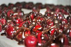 Wiśniowe pole polane czekoladą. Pycha!