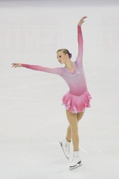 2015 Shanghai World Figure Skating Championships - Day 4 - Pictures Figure Skating Competition Dresses, Figure Skating Costumes, Polina Edmunds, Flamingo Costume, Figure Ice Skates, The Sporting Life, Girls Football Boots, World Figure Skating Championships, Skate Wear