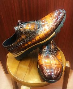 Alligator leather walking sneakers lightweight running shoes for sale, These fashion alligator leather shoes for men can be not only worn as lightweight sneakers and loafers but also perfect for casual. Men's Shoes, Shoe Boots, Dress Shoes, Shoes Men, Gentleman Shoes, Gentleman Fashion, Lightweight Running Shoes, African Men Fashion, Well Dressed Men
