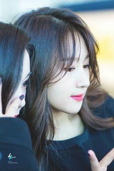 Gahyeon and Siyeon