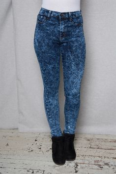 These dark blue acid wash jeans have a constellation of crinkles and a super-sexy skinny fit that will pull everyone into your orbit With a high waist and tapered fit that visually slims and lengthens your figure these stunning skinny jeans will inspire starry eyes wherever you go