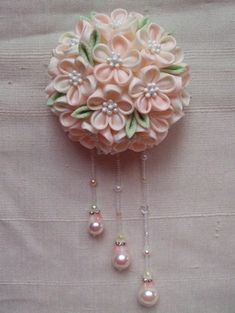 Fabric Beads, Fabric Ribbon, Fabric Flowers, Ribbon Art, Diy Ribbon, J Craft, Japan Crafts, Kanzashi Tutorial, Floral Pins