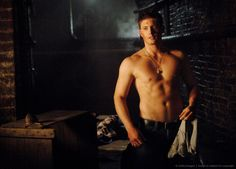 I love the show Supernatural! OMG Jensen Ackles is YUMMY!!!
