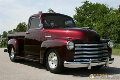 Chevy trucks aficionados are not just after the newer trucks built by Chevrolet. They are also into oldies but goodies trucks that have been magnificently preserved for long years. Classic Pickup Trucks, Old Pickup Trucks, Ford Classic Cars, Hot Rod Trucks, Gm Trucks, Cool Trucks, Lifted Trucks, Chevy Classic, Pickup Camper