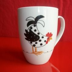 """Mug en  porcelaine décoré à la main d'une """"poule curieuse""""                                                                                                                                                     Plus"""