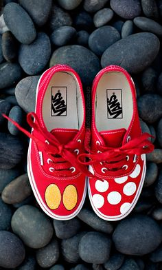 custom mickey mouse and minnie mouse disney vans #disney #customshoes #disneyshoes