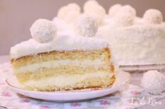 "Tort ""Raffaello"",frisca Healthy Treats, Vanilla Cake, Sweets, Cooking, Creme, Food, Dulce De Leche, Piece Of Cakes, White Chocolate"
