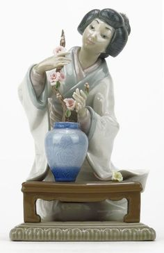 """Lladro """"Oriental Girl"""" Beautiful Figure, 10 Picture, Porcelain Clay, Collectible Figurines, Asian Art, Oriental, Lunch Table, Auction, Royal Copenhagen"""