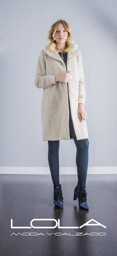 Abrígate con el mejor estilo con tu abrigo de lana TWIN SET.  Pincha este enlace para comprar tu abrigo en nuestra tienda on line:  http://lolamodaycalzado.es/otono-invierno-2016/853-abrigo-de-lana-twin-set.html