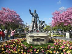 Updated January 9, 2017 The expense of Disneyland is overwhelming in itself. Flights, how to get to your hotel from the airport, driving expenses, dressing your family, buying essentials for the park and more. And, then.........YOU HAVE TO PAY TO GET IN THE PARK. The horror! I'm here to help...