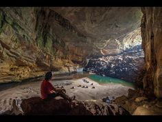 Hang Sơn Đoòng Vietnam (Largest caves in the word spot the people)