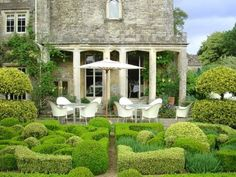 Not keen on the garden furniture but the rest looks beautiful Formal Gardens, Outdoor Gardens, Porches, Outdoor Rooms, Outdoor Living, Beautiful Gardens, Beautiful Homes, Fresco, English Country Gardens