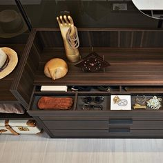 Gliss Master Island is a central island unit, a free-standing element that completes the wardrobe area of a walk-in closet or a closet area. Walk In Wardrobe, Wardrobe Design, Walk In Closet, Man Closet, Sliding Wardrobe, Modern Wardrobe, The Doors, Living Divani, Glass Hinges