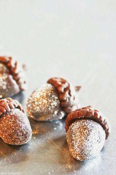 glitter-acorns-sparkle