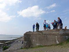 De tien afwisselende wandelingen in deze wandelgids voeren je langs voormalige stellingen van de Atlantikwall in natuurgebieden en meer bebouwde omgevingen.