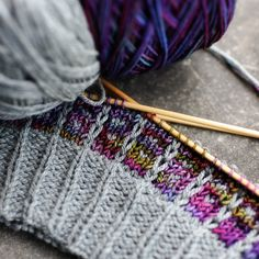 Chickadee in Kumliens Gull, the purple is Seven Sisters Arts Meridian in a one of a kind color. Beanie Knitting Patterns Free, Beginner Knitting Patterns, Knitting Stiches, Knit Patterns, Knitting Projects, Knitting Socks, Knitted Hats, Crochet Hooded Scarf, Knit Crochet