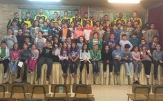 Los jugadores del Xuven visitaron ayer a los escolares del Colegio de Castrelo