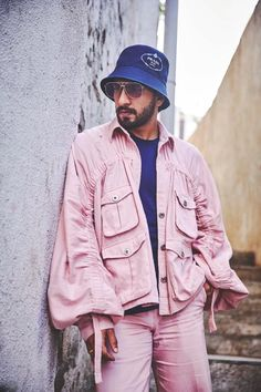 Ranveer Singh  #FASHION #STYLE #SEXY #BOLLYWOOD #INDIA #RanveerSingh Bollywood Outfits, Bollywood Actors, Bollywood Celebrities, Bollywood Fashion, Celebrity Fashion Looks, Celebrity Style, Ranveer Singh, Oversized Jacket, Colored Pants